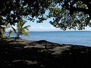 A beach in Tahiti iti. Picture taken by Serenade in October 2003